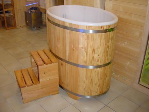 Sauna Tauchbecken Lärche I außen farblos beschichtet - innen Kunststoffeinsatz mit Deckel